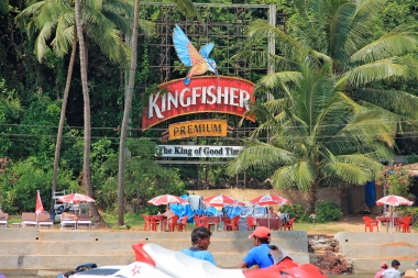 Kingfisher_beer_ad_in_Goa